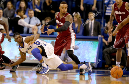 Derrick Gordon, Ash Yacoubou Saint Louis' Ash Yacoubou, left, and Massachusetts' Derrick Gordon look at a loose ball during the first half of an NCAA college basketball game, in St. Louis