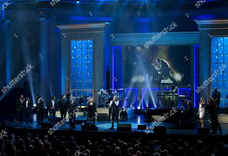 Wanya Morris, Nathan Morris, Shawn Stockman, Josh Groban, Gavin DeGraw, Tony Bennett, Natalie Maines, Kevin Spacey, Billy Joel, LeeAnn Rimes Michael Feinstein From left, Wanya Morris, Nathan Morris, and Shawn Stockman of Boyz II Men, Josh Groban, Gavin DeGraw, Tony Bennett, Natalie Maines, Kevin Spacey, Billy Joel, LeeAnn Rimes and Michael Feinstein perform during a tribute concert to Billy Joel, the recipient of the Library of Congress Gershwin Prize for Popular Song, at DAR Constitution Hall in Washington