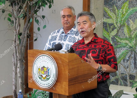 Hawaii Governor-elect David Ige, right, talks to reporters about assembling his cabinet, in Honolulu. Ige announced he appointed Mike McCartney, left, as his chief of staff