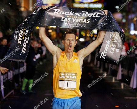 Ben Bruce celebrates after winning the Rock 'n' Roll Las Vegas Marathon along the Las Vegas Strip, in Las Vegas