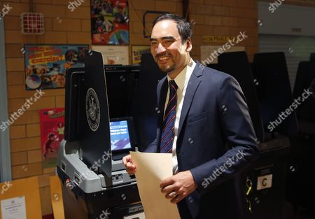 Tim Wu Tim Wu, a Democratic lieutenant gubernatorial candidate, votes in New York, . New York Gov. Andrew Cuomo faces a challenge in his bid for a second term in the Democratic primary as he seeks to dispatch liberal activist Zephyr Teachout. Also on the ballot is Columbia University law professor Tim Wu, Teachout's choice for lieutenant governor