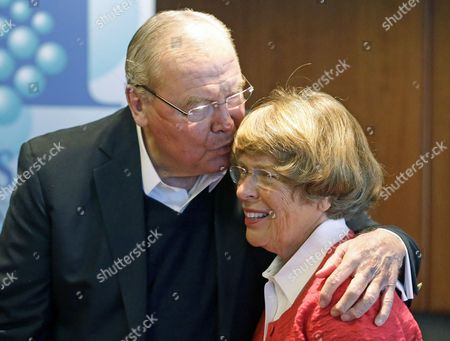 """Jon Huntsman, Sr., Karen Huntsman Jon Huntsman, Sr. kisses his wife Karen Huntsman after speaking to reporters during a press conference, in Salt Lake City, Utah. At the news conference Friday, Huntsman Sr. talked about the book, which tells his life story in his own words and his titled, """"Barefoot to Billionaire; Reflections on a Life's Work and a Promise to Cure Cancer"""
