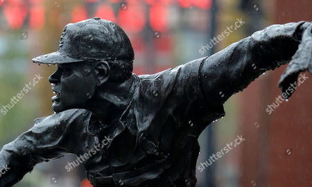 Rain collects on a statue of Bob Gibson at Busch Stadium, in St. Louis, where the St. Louis Cardinals and the Giants are scheduled to start the NL Championship Series on Saturday. Teams did not hold outdoor practice due to rain