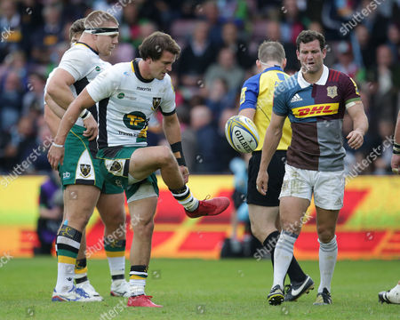 Lee Dickson (left) of Northampton flicks the ball to his brother Karl Dickson of Harlequins