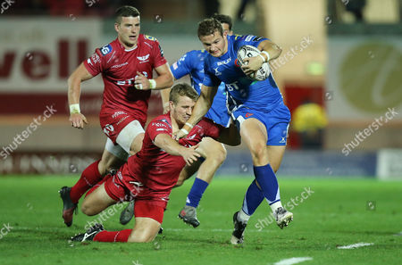 Hallam Amos of Newport Gwent Dragons gets away from Jonathan Evans of Scarlets