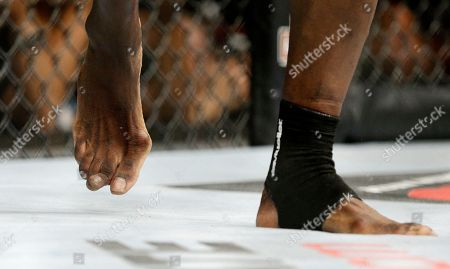 Uriah Hall has a broken toe during his middleweight mixed martial arts bout with Thiago Santos at UFC 175, in Las Vegas