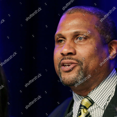 """Author and talk show host Tavis Smiley speaks at Book Expo America, in New York. His book, """"Death of a King: The Real Story of Dr. Martin Luther King Jr.'s Final Year,"""" is to be published by Little, Brown and Company in September. BEA is an annual book trade fair attended by publishers, authors, librarians, and book retailers"""