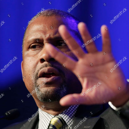 """Author and talk show host Tavis Smiley speaks at Book Expo America, in New York. His book, """"Death of a King: The Real Story of Dr. Martin Luther King Jr,'s Final Year,"""" is to be published by Little, Brown and Company in September. BEA is an annual book trade fair attended by publishers, authors, librarians, and book retailers"""