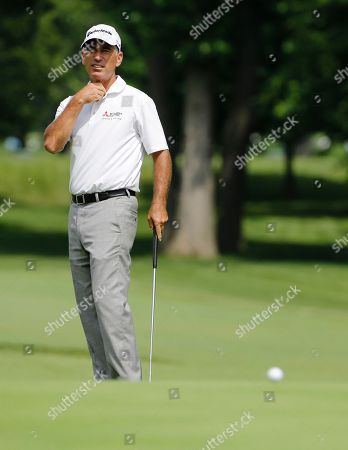 Corey Pavin Corey Pavin reacts after missing a putt on the 9th green during the pro-am for the Encompass Championship golf tournament in Glenview, Ill