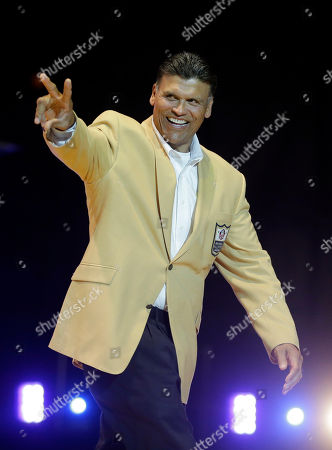 Anthony Munoz Hall of Fame tackle Anthony Munoz points to the crowd as he in introduced before a private event in advance of the inaugural Pro Football Hall of Fame fan fest, in Cleveland. The fan fest will feature appearances, autograph and photo sessions with more than 100 Hall of Famers Saturday and Sunday