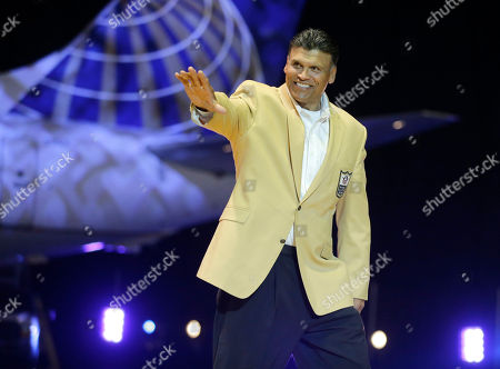 Anthony Munoz Anthony Munoz is introduced before the inaugural Pro Football Hall of Fame Fan Fest, at the International Exposition Center in Cleveland