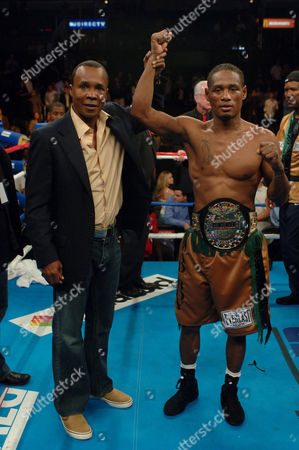 Stock Picture of The final episode of reality TV show 'The Contender' created by Mark Burnett. Winner Grady 'Bad Boy' Brewer and Sugar Ray Leonard