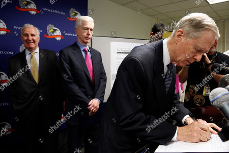 Pete Wilson, Gray Davis, George Deukmejian Former California Governor Pete Wilson, right, signs a document for death penalty reform in Los Angeles. Standing with Wilson are former governors Gray Davis, center, and George Deukmejian. The signature gathering efforts hope to put the reform matter before the voters in November. Davis and Deukmejian also signed