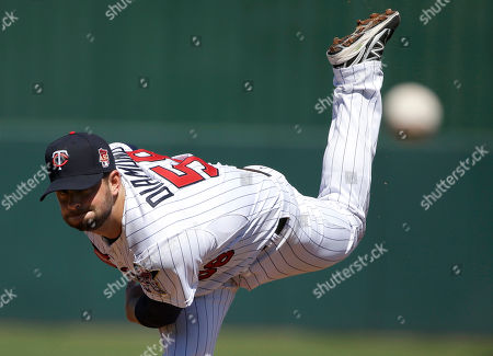 Scott Diamond Minnesota Twins pitcher Scott Diamond delivers a warm-up throw in the first inning of an exhibition baseball game against the Boston Red Sox, in Fort Myers, Fla. The Twins beat the Red Sox 6-2