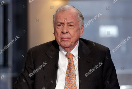"""T. Boone Pickens BP Capital founder, Chairman and CEO T. Boone Pickens is interviewed by Maria Bartiromo on her """"Opening Bell with Maria Bartiromo"""" program, on the Fox Business Network, in New York"""