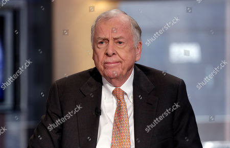 """T. Boone Pickens BP Capital founder, Chairman and CEO T. Boone Pickens is interviewed by Maria Bartiromo on her """"Opening Bell with Maria Bartiromo"""" program, on the Fox Business Network, in New York. Texas Republican Lt. Gov. Dan Patrick has spent his first five months in office letting Texas' corporate elite help shape policy on everything from tax cuts to economic development, a move some say is unprecedented"""