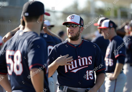 Minnesota Twins relief pitcher Glen Perkins, center, speaks with pitcher Scott Diamond, left, during spring training baseball practice, in Fort Myers, Fla