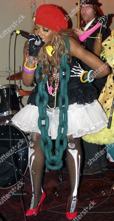 Ebony Bones, a new underground phenomenon produced by Punk Icon and ex Damned Drummer Rat Scabies, play an intimate gig at Reading's newest underground live venue the Oakfield Social Club.They recently won the internet's live video award.