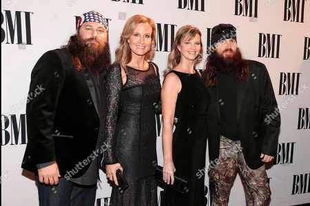 """Jase Robertson, Missy Robertson, Korie Robertson, Willie Robertson Willie Robertson, left, his wife, Korie, Jase Robertson, right, and his wife, Missy, of the TV show """"Duck Dynasty"""" arrive at the BMI Country Awards, in Nashville, Tenn"""