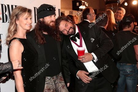 """Dallas Davidson, Jase Robertson, Missy Robertson Dallas Davidson, right, jokes with Jase Robertson, center, and Robertson's wife, Missy, of the TV show """"Duck Dynasty"""" as they arrive for the BMI Country Awards, in Nashville, Tenn"""