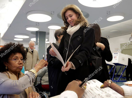 Silda Wall Silda Wall, center, wife of former New York Gov. Eliot Spitzer, who was also recently a candidate for New York City comptroller, looks at her ballot at Public School 6, in New York, . The casting of ballots Tuesday signals the beginning of New York City's farewell to Mayor Michael Bloomberg, who has helped shape the nation's biggest city for 12 years, largely setting aside partisan politics as he led with data-driven beliefs and his vast fortune