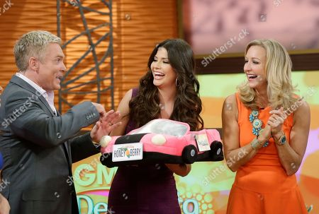 "Ana Patricia Gonzalez, Lara Spencer, Sam Champion Hosts of the ABC network's ""Good Morning America,"" show Sam Champion, left, and Lara Spencer, right, appear with Ana Patricia Gonzalez on the Univision network morning show, ""Despierta America"" (""Wake Up America"") during a joint live show between between the two programs, in Doral, Fla"