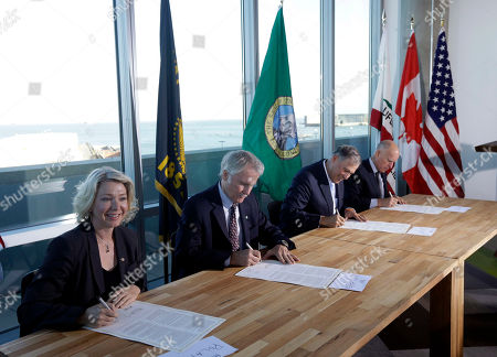 Jerry Brown, John Kitzhaber, Jay Inslee, Mary Polak From left, Mary Polak, environment minister of British Columbia, representing British Columbia premier Christy Clark, Oregon Gov. John Kitzhaber, Washington Gov. Jay Inslee and California Gov. Jerry Brown sign an agreement to collectively combat climate change, in San Francisco. The group will work together to coordinate efforts with the hope of stimulating a clean-energy economy in a region with a combined gross domestic product of $2.8 trillion