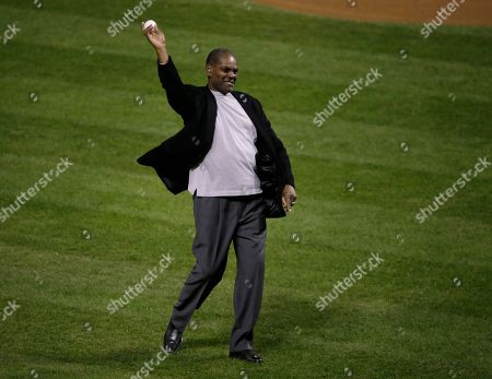 Former St. Louis Cardinals' Bob Gibson throws out the ceremonial first pitch before Game 4 of baseball's World Series between the St. Louis Cardinals and the Boston Red Sox, in St. Louis