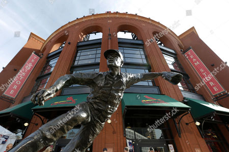 """A statue of former St. Louis Cardinals pitcher Robert """"Bob"""" Gibson sits outside of Busch Stadium before Game 5 of baseball's World Series, in St. Louis"""