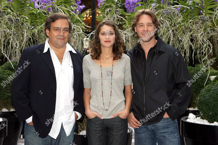 Didier Bourdon, Marion Cotillard and Russell Crowe