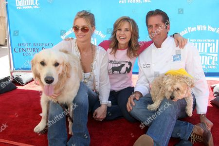 Nicolette Sheridan and her dog Oliver with Linda Blair and Jimmy Van Patten with his dog