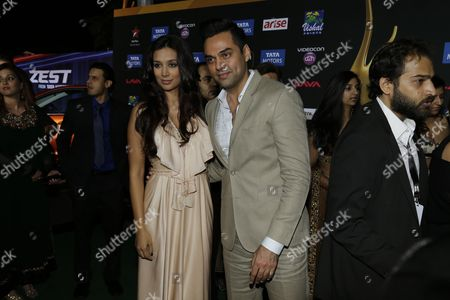 Abhay Deol, right, poses with Preeti Desai poses for photographers as they walks the green carpet for 15th annual International Indian Film Awards, in Tampa, Fla
