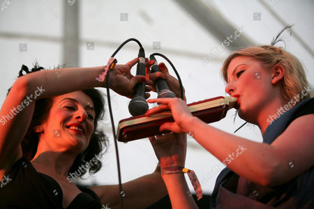 The Puppini Sisters - Marcella Puppini and Kate Mullins