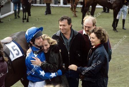 L-R Billy Clarke, Caroline Langrishe, Michael Elphick, Dicken Ashworth and Amanda Burton in 'Boon' - 1988