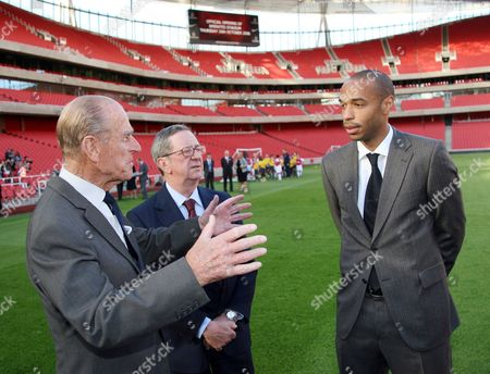 Prince Philip officially opening the Emirates Stadium. Prince Philip with Peter Hill-Wood (Chairman) and Thierry Henry