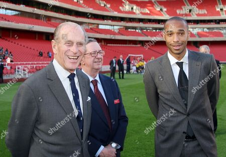Prince Philip officially opening the Emirates Stadium. The Queen was due to open the stadium but was unable to due to a bad back - Prince Philip with Peter Hill-Wood (Chairman) and Thierry Henry
