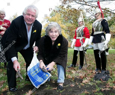 Christopher Biggins and Valerie Singleton in Chelsea planting the first of 40,000 Daffodil bulbs in Hyde Park. The bulbs are being planted for Marie Curie Cancer Care in tribute to the victims of cancer.