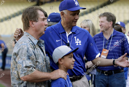 Ron Cey Former Los Angeles Dodgers player Ron Cey, left, poses for a photo with fans before the Dodgers' baseball game against the San Francisco Giants in Los Angeles on