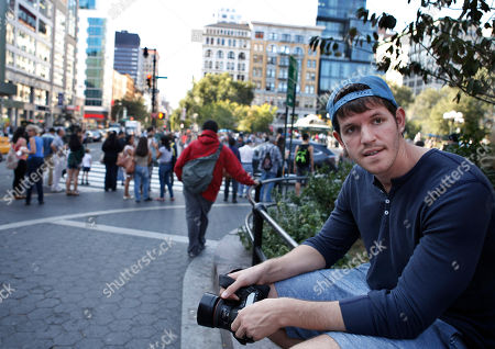 Brandon Stanton Street portrait photographer Brandon Stanton, creator of the popular Humans of New York blog, near Union Square in New York. A fundraising campaign inspired by the popular photo blog has raised more than $1 million to send middle-school students from a high-poverty Brooklyn school on field trips to Harvard