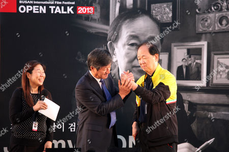Lee Yong-Kwan, Jimmy Wong Yu Busan International Film Festival director LEE Yong-Kwan holds Chinese actor Jimmy Wong Yu's legendary left hand before making hand print during the festival at BIFF Village Stage on Haeundae Beach in Busan, south of Seoul, South Korea
