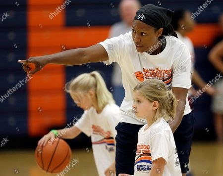 """Chamique Holdsclaw Former WNBA star and Olympic gold medalist Chamique Holdsclaw instructs students during a youth basketball clinic, in Hendersonville, Tenn. Holdsclaw said she's getting her life back in order after a few months that felt like a """"mental prison"""" after an arrest last November"""