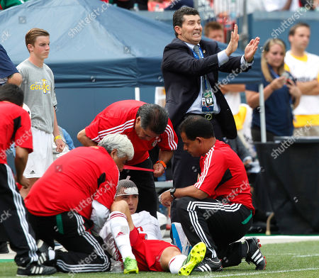 Efrain Velarde, Jose Manuel de la Torre Mexico's Efrain Velarde, front, is tended to by trainers after being injured against Martinique as head coach Jose Manuel de la Tore, back, directs players in the second half of Mexico's 3-1 victory in a CONCACAF Gold Cup soccer match, in Denver
