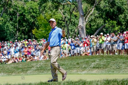 Corey Pavin Corey Pavin acknowledges the crowd on the fifth green, in the final round of the U.S. Senior Open golf tournament in Omaha, Neb