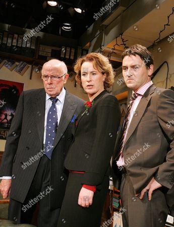 Richard Wilson ( Chief ) Helen Schlesinger ( Delia ) Lee Ross ( Tim )