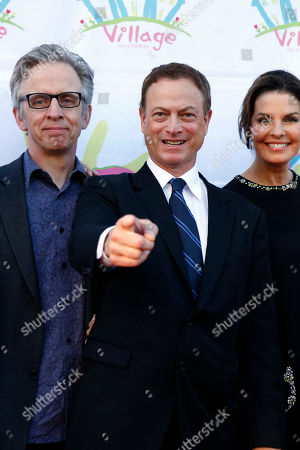 Gary Sinise, Robert Joy, Sela Ward CSI: NY actor Gary Sinise, center and cast mates Robert Joy, left and Sela Ward joke with photographers at an event marking the 10th anniversary of Hope Village for Children, a residential group home for abused and neglected children, founded by Ward in her hometown of Meridian, Miss