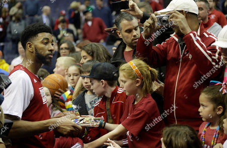 Otkm107 Indiana forward Christian Watford (2) signs autographs for fans following his team's practice for a regional semifinal game in the NCAA college basketball tournament, in Washington. Indiana plays Syracuse on Thursday