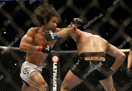 Benson Henderson, Gilbert Melendez Benson Henderson, left, fights Gilbert Melendez in a UFC lightweight championship mixed martial arts fight in San Jose, Calif., . Henderson won by split decision to retain the championship