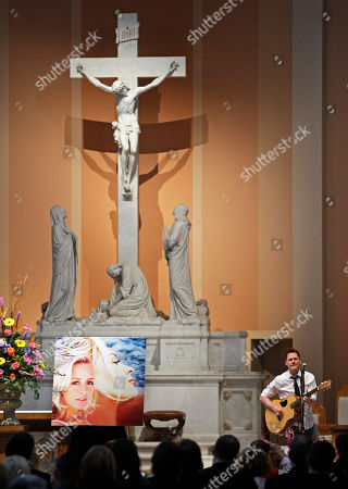 Bryan White Bryan White performs during a memorial service for fellow country singer Mindy McCready, in Nashville, Tenn. McCready committed suicide Feb. 17 in Heber Springs, Ark. Old friends and family members spoke about her difficulties and triumphs during the hour-long remembrance Wednesday at the Cathedral of the Incarnation