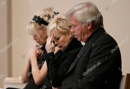 Lorrie Morgan, Bekka Bramlett Lorrie Morgan, center, and Bekka Bramlett, left, pray during a memorial service for country singer Mindy McCready, in Nashville, Tenn. Both Morgan and Bramlett sang at the ceremony. McCready committed suicide Feb. 17 in Heber Springs, Ark