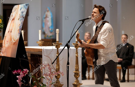 Stock Photo of Bryan White Bryan White performs during a memorial service for fellow country singer Mindy McCready, in Nashville, Tenn. McCready committed suicide Feb. 17 in Heber Springs, Ark. Old friends and family members spoke about her difficulties and triumphs during the hour-long remembrance Wednesday at the Cathedral of the Incarnation